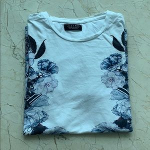 Zara Men's White and Purple Floral Medium T Shirt